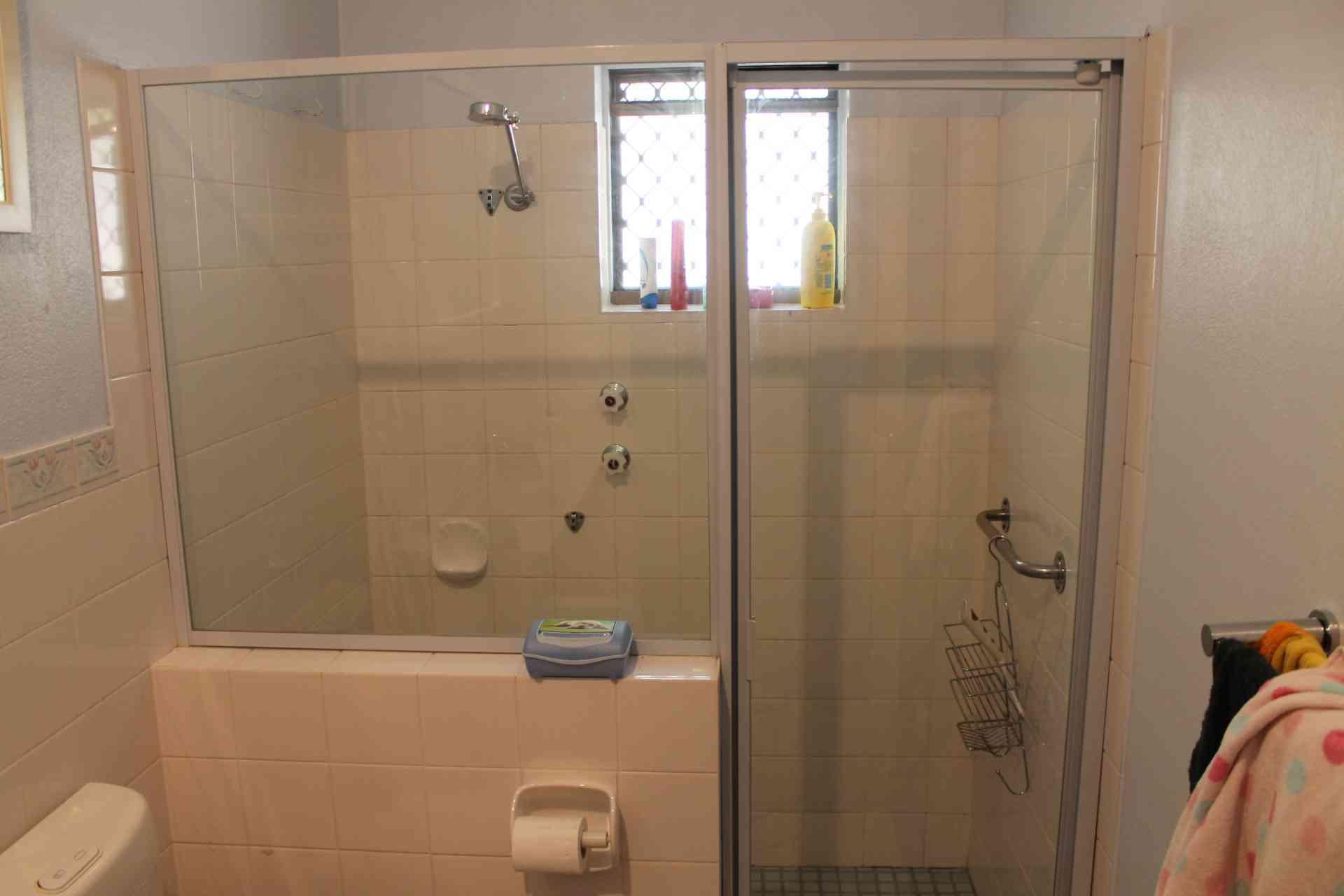 Jamie r bathroom bathroom renovations perth for Bathroom renovations 3d